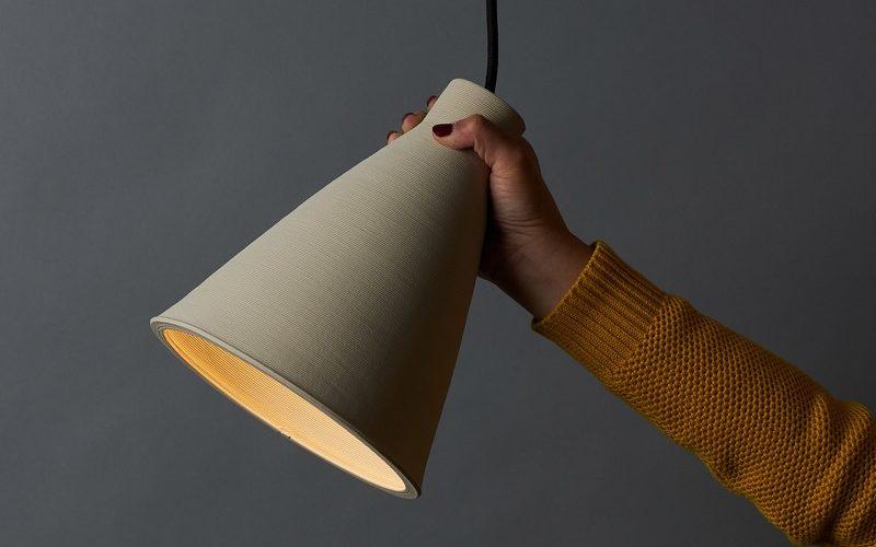 Une lampe en céramique réalisée à l'imprimante 3D