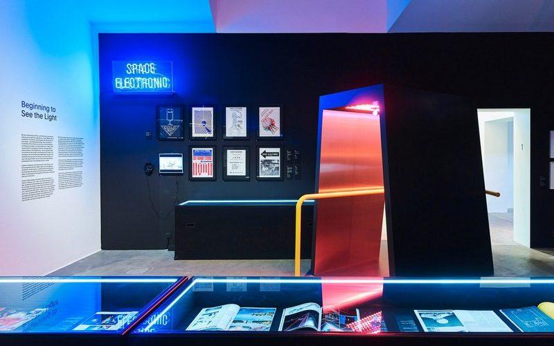 Le Vitra Design Museum sort les néons et les projecteurs !