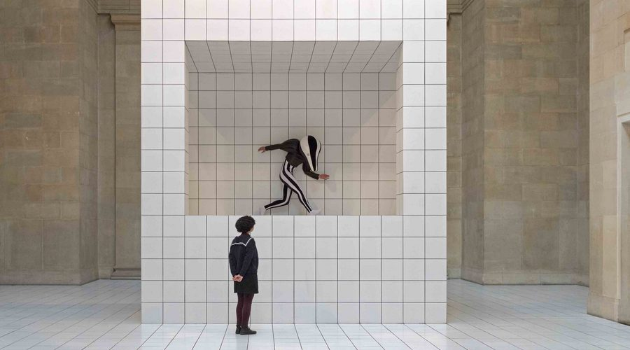 Anthea Hamilton s'empare de la Duveen Gallery au Tate Britain