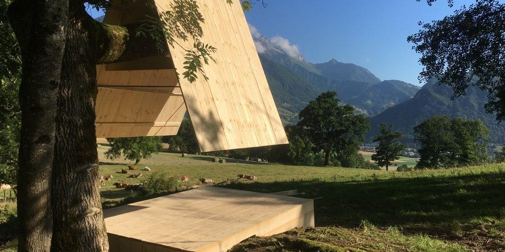 Un parcours de cabanes design sur les bords du lac d'Annecy
