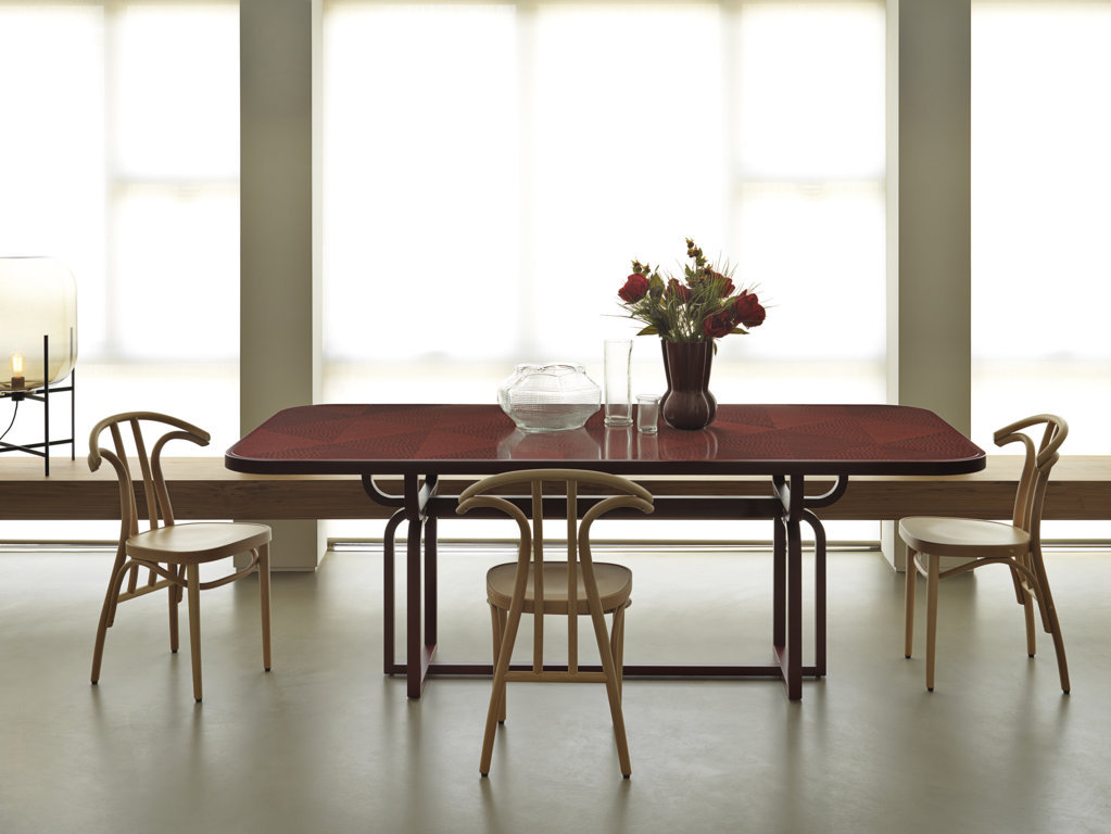 gebruederthonetvienna_caryllon_dining_table