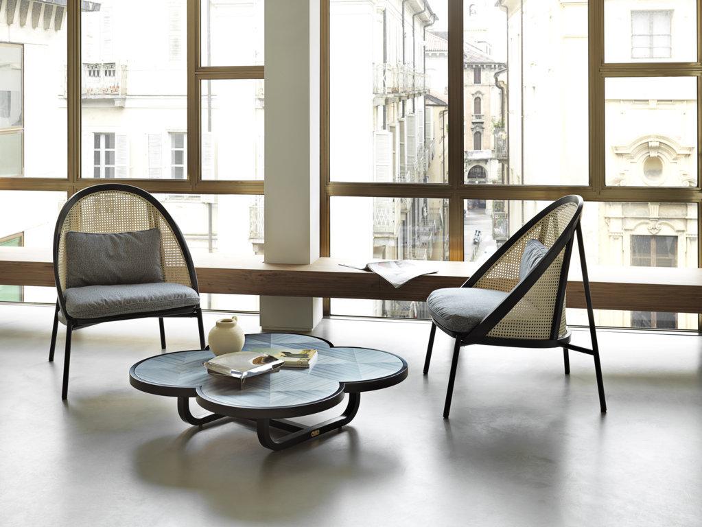 gebruederthonetvienna_loie_fauteuil_table