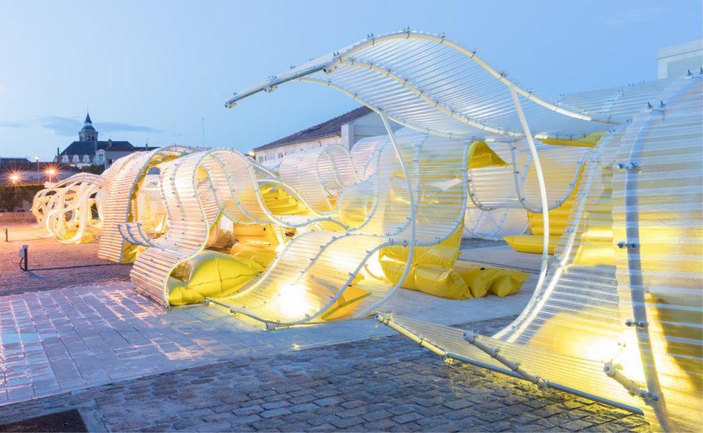 pavillon_martell_cognac_selgascano_installation_jaune_place_urbain_lumière
