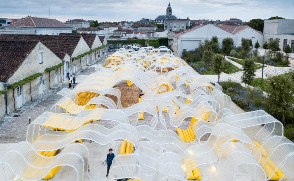 pavillon_martell_cognac_selgascano_installation_jaune_place_urbain_place