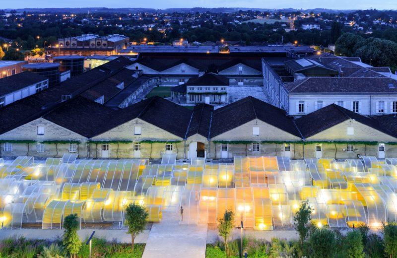 pavillon_martell_cognac_selgascano_installation_jaune_place_urbain_plexi