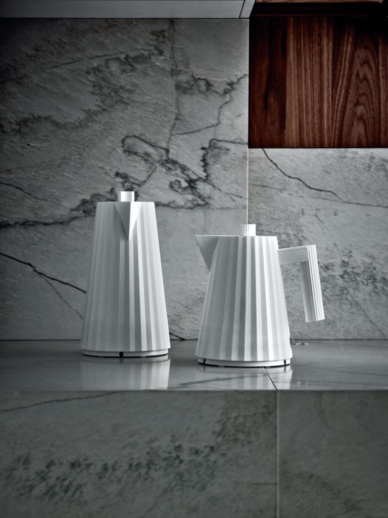Plissé, la bouilloire électrique haute couture par Michele de Lucci